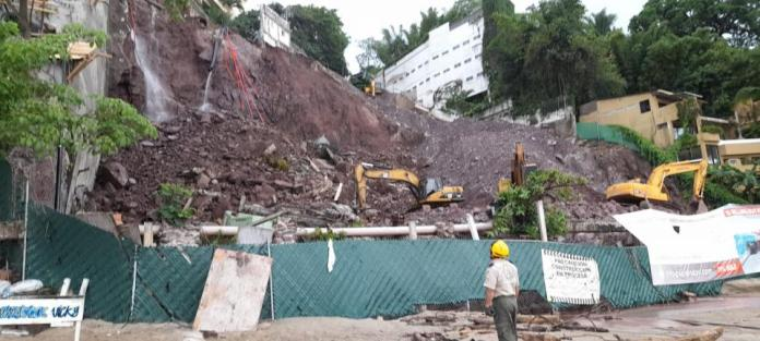 Landslide in Amapas;  street collapses and constructions are in danger
