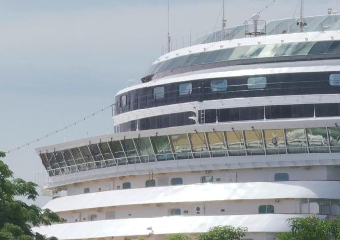 Nieuw Amsterdam arrives to Vallarta with more than 1,500 passengers