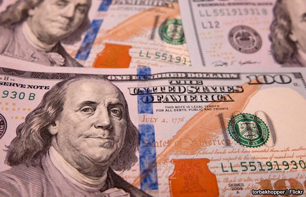 20140228-hundred-dollar-bills