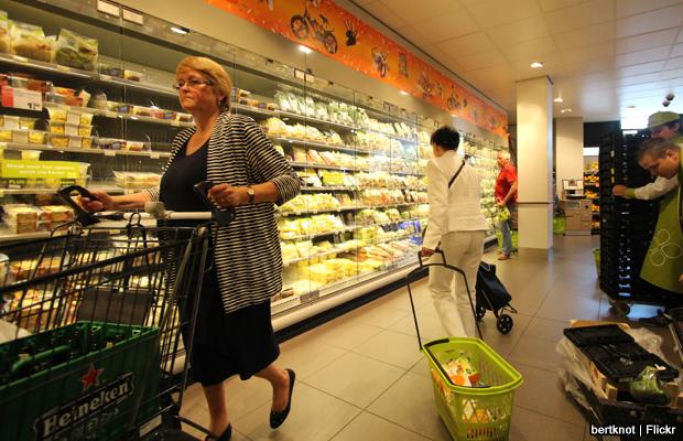 20140625-supermarket-shopping