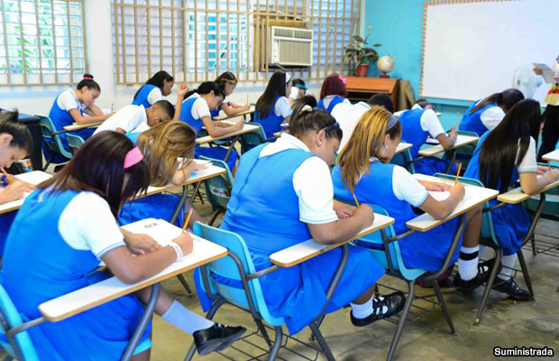 20150223-estudiantes-prueba-examen