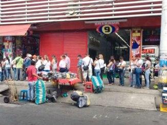 Venezuelans queue in Cucuta to exchange their money. PHOTO: BBC