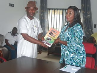 Barrister Mrs Benedicta Ndudi Osakunih-Izuegbu, Chairperson, Ukwuani Local Government Coucil, playing host to Delta State NYSC coordinator, Mr Omototade Ayodele Benjamin in her office.