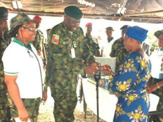 82 Division Nigerian Army GOC, Major General Ibrahim Attahiru donating drugs to one of the beneficiaries.
