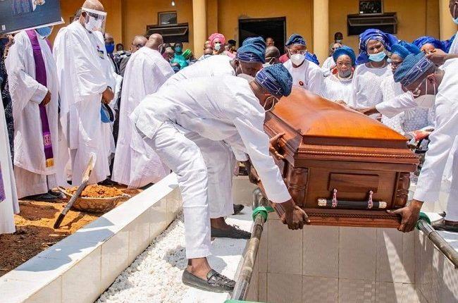Fasanmi burial, Fasanmi buried