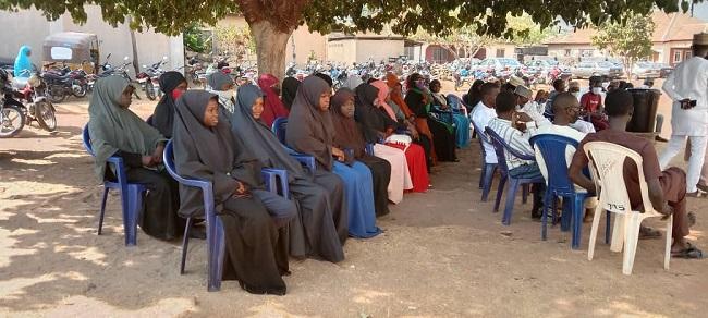 Muslims visit church