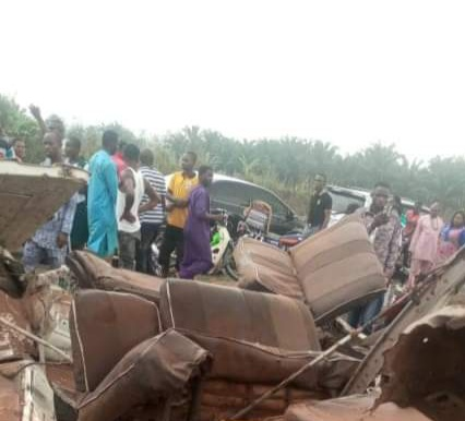 Passengers injured as Benin-bound commercial bus crashes in Delta