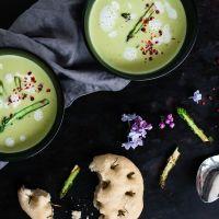grüne spargelcremesuppe mit mini rosmarin focaccia