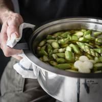 grüne spargel frühlingsminestrone mit petersilienpesto