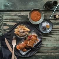super deliziöse trüffelfritten, currywurst mit scharf-würziger erdbeer tomaten sauce und ein einblick in die neue sansibar by breuninger
