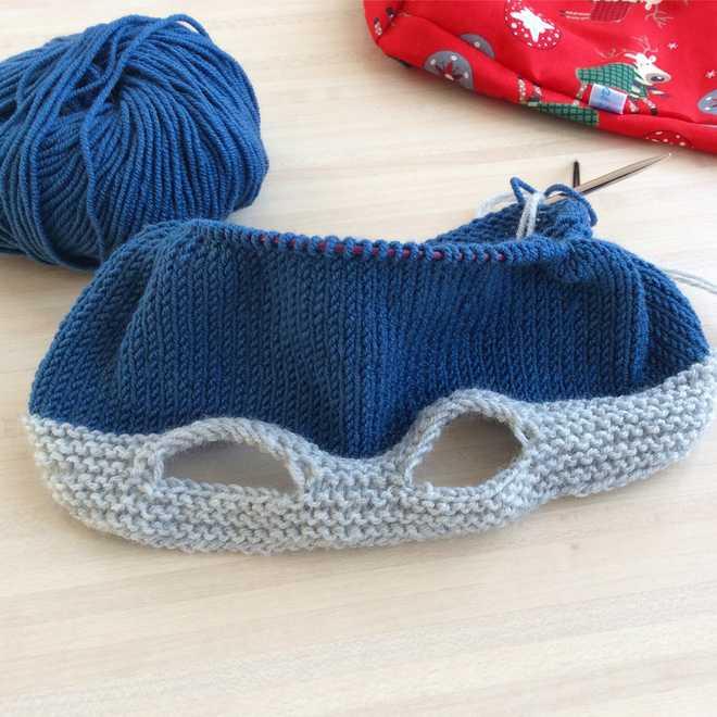 Bonnet en cours de tricotage
