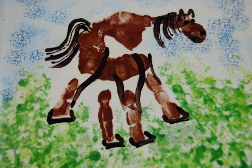 лошадь из отпечатков