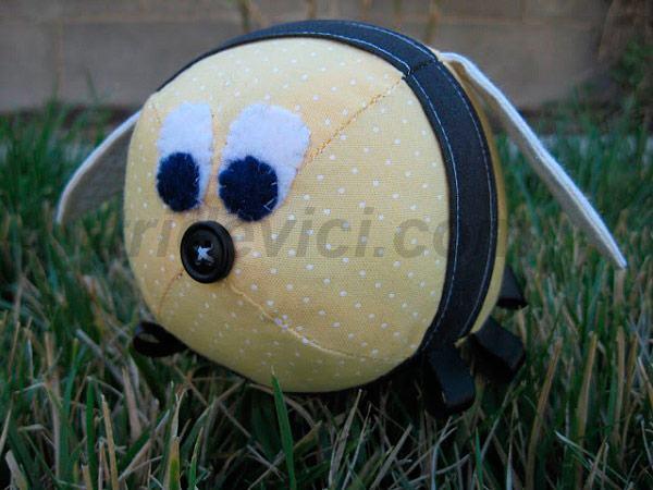 игрушка пчелка