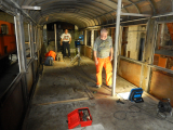 <h5>Innenraum</h5><p>Wir prüfen wo der Wagenboden zur Zugänglichkeit zu den Kabeln geöffnet werden muss</p>