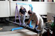 <h5>Vorbereitung</h5><p>Ruedi und Röbi montieren den 2. Hebebalken</p>