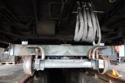 <h5>Untergestell</h5><p>Nun können auch die letzten Kabelkanäle geöffnet und die Kabel ausgebaut werden</p>