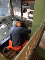 <h5>Führerstandsfenster</h5><p>Hansruedi demontiert die Gegengewichte des Führerstandfensters</p>