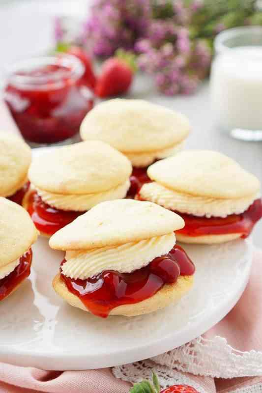 Strawberries and Cream Whoopie Pies