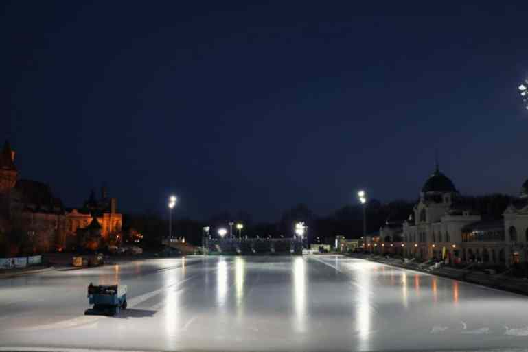 Eislaufbahn Budapest
