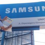 Tak Bayar Pajak, Bapenda Ketapang Segel 16 Papan Reklame Samsung