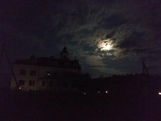Монастир уночі.