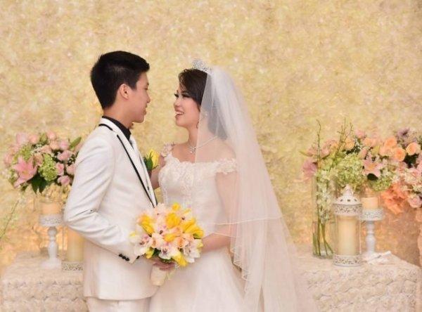 Прическа на свадьбу на средние волосы с челкой – Для ...