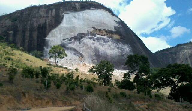 Desplacamento de rochas em Pancas é registrado em vídeo