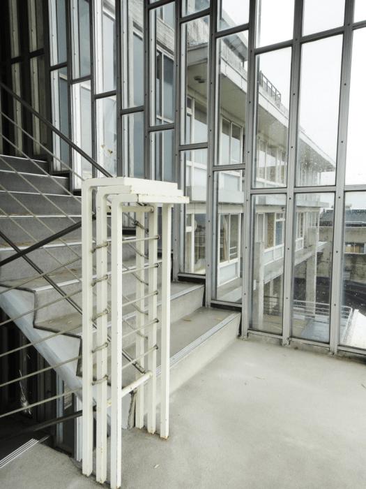 東光園階段