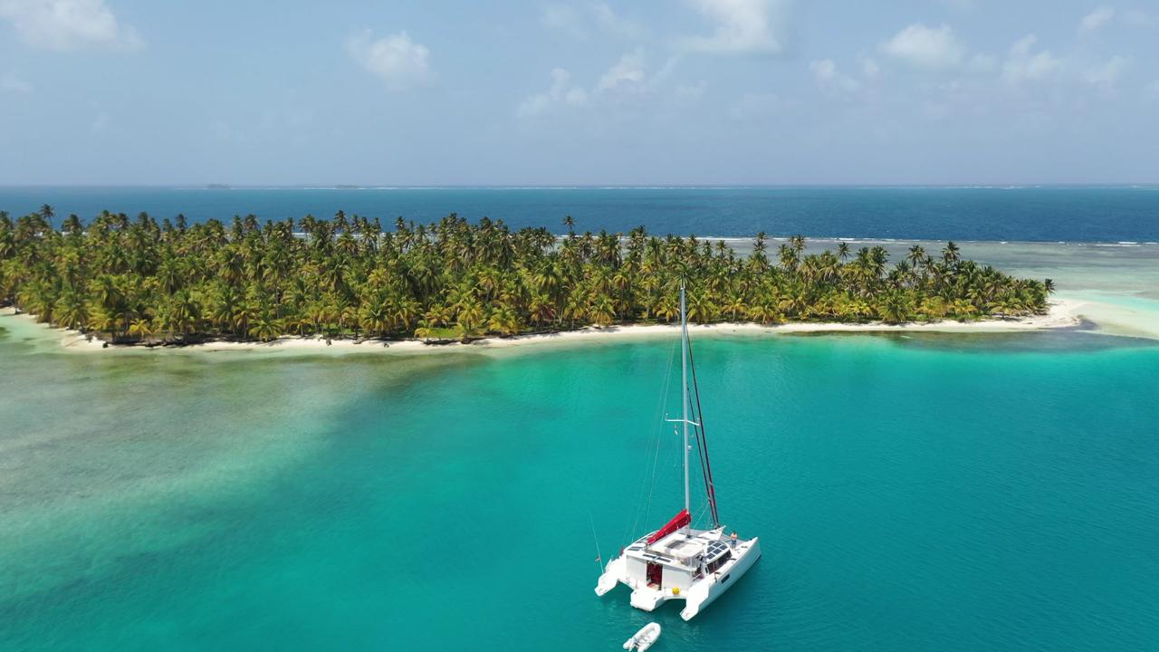 Trimaran Bluewater Sailing