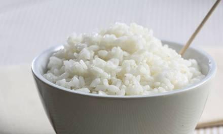 Prueba este nuevo método de cocción del arroz para reducir sus calorías.