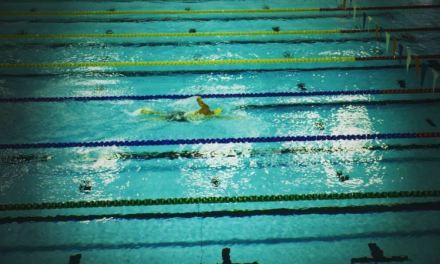 Lionel Sanders da una muestra de cómo ha mejorado en natación.