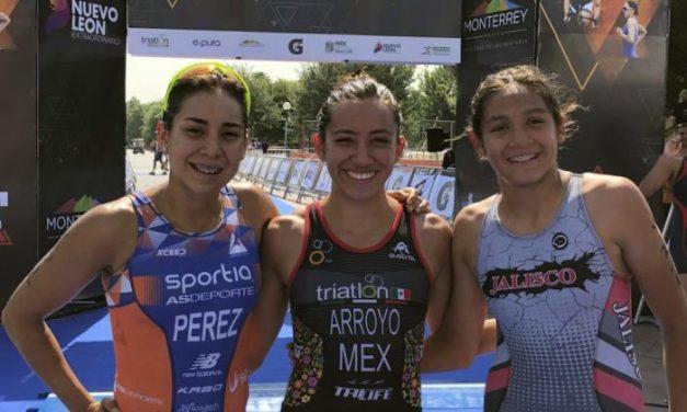 Crisanto Grajales e Itzel Arroyo ganan primer lugar en la distancia Super Sprint en el Triatlón Monterrey.