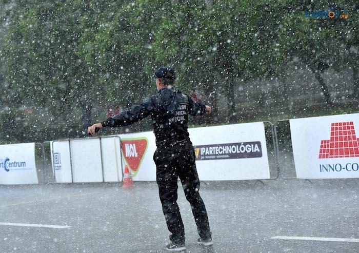 Un Huracán obligó a parar la Copa del Mundo de Triatlón en Tiszaujvaros, Hungaria.