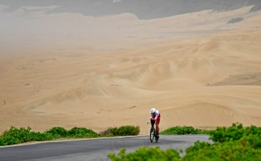 PORT ELIZABETH - SEPTEMBER 2: Alistair Brownlee of Great Britain bikes in fron of the sand dunes during the Isuzu IRONMAN 70.3 World Championship Men in Port Elizabeth, South Africa on September 2, 2018. Over 4,500 athletes from over 100 countries will be represented in this years 70.3 World Championship. (Photo by Donald Miralle/Getty Images for IRONMAN).