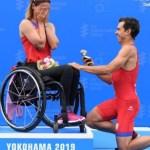 Sorprende triatleta a su novia con anillo de compromiso en SMT de Paratriatlón Yokohama
