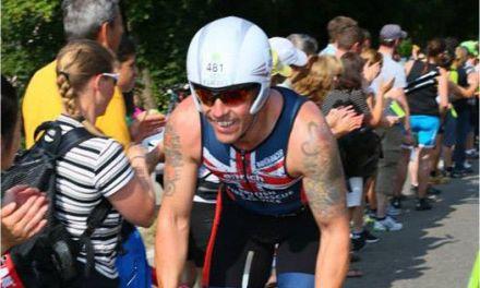 Intenta triatleta británico realizar 10 IRONMANs en 10 días por una buena causa