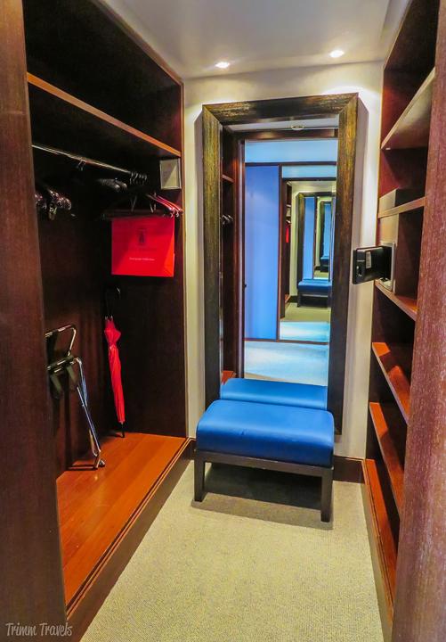 Le Richemond Hotel Room Closet