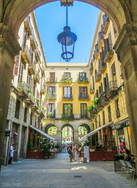 Barri Gòtic Gothic Quarter Best Places to See First Time Visitor Barcelona Spain