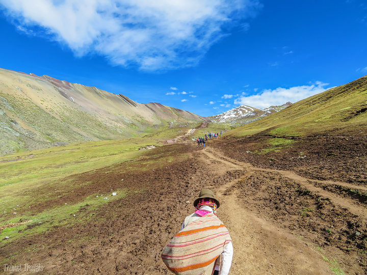 the path to Rainbow Mountain with the first colors in sight
