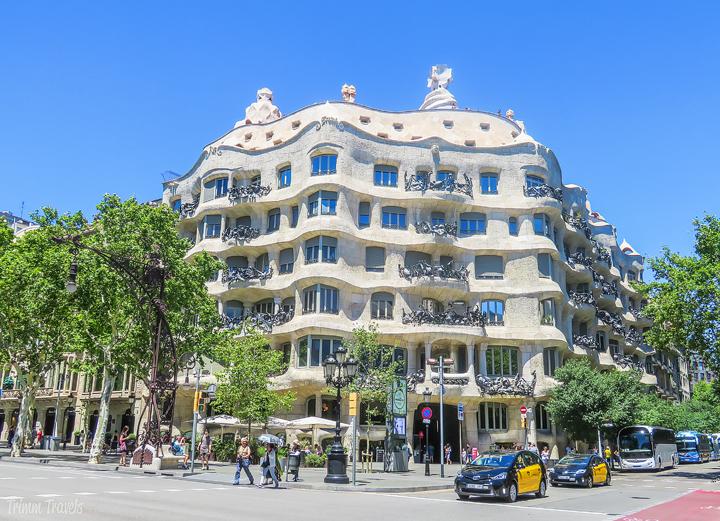 looking at the exterior of La Pedrera A Gaudi Barcelona Tour