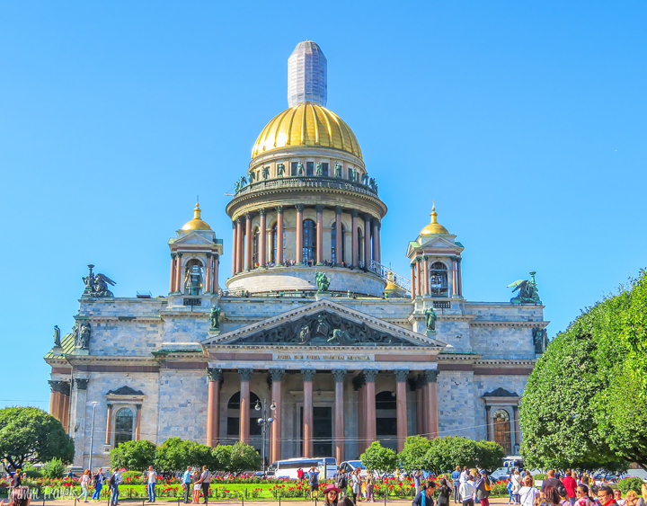 Russia is a beautiful country with visually stunning architecture in its cities. If you are planning a visit, here are ten things to do in Saint Petersburg Russia that you can't miss! All can be seen in a day and when you're finished, head over to this restaurant for fantastic Russian cuisine! #saintpetersburg #stpetersburg #russia #europe #travel #thingstodo #travel #destinations #wheretoeat #restaurants #food #foodie