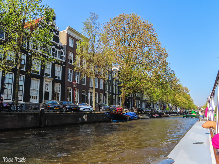 Amsterdam in April. Sounds awesome right? It is! Tulips, canal cruise, great food. I have the perfect relaxing two day spring weekend itinerary for you! #amsterdam #netherlands #holland #spring #april #weekend #itinerary #dutch #travel #destinations #europe