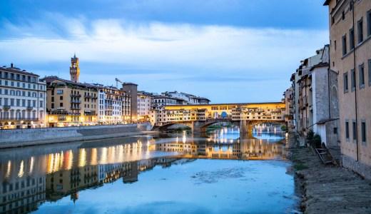 世界遺産ベッキオ橋を部屋から望むポートレート・フィレンツェ・ルンガルノ・コレクション