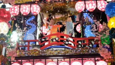 Stunning festival float depicting a tale of lovers separated my a rising river. Nawww.