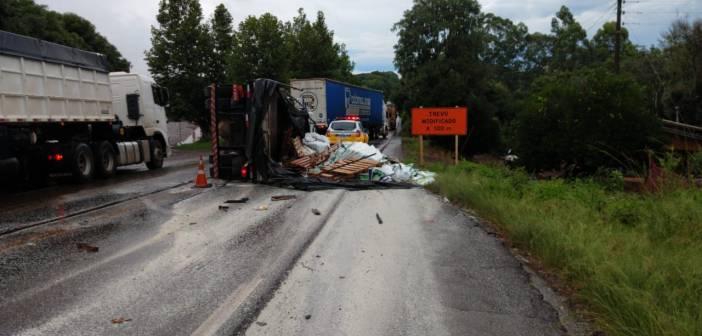 Nonoai – Colisão entre dois caminhões deixa uma vítima fatal