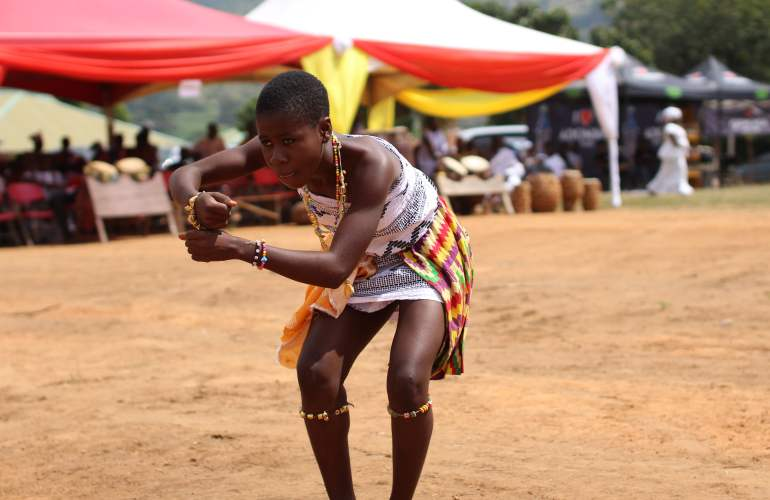 Quelbe African Lady Dancing