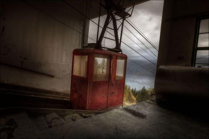 Les images terrifiantes des bâtiments abandonnés (40 photos)