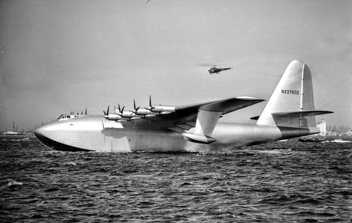 Images d'archives de l'avion géant en bois (33 photos)