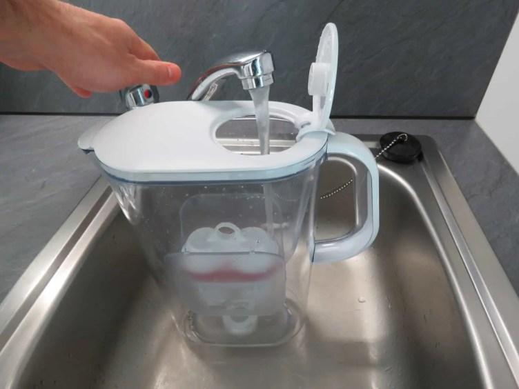 BWT AQUAlizer Tischwasserfilter Test Wasser einfüllen reinigen