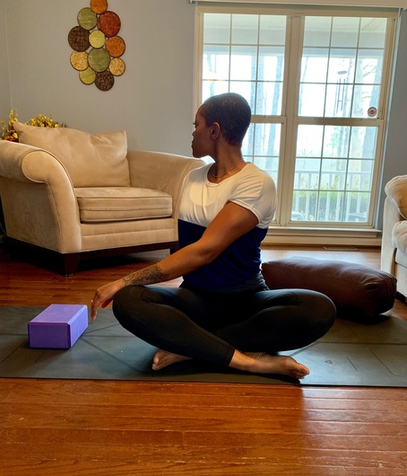 seated spinal twsis